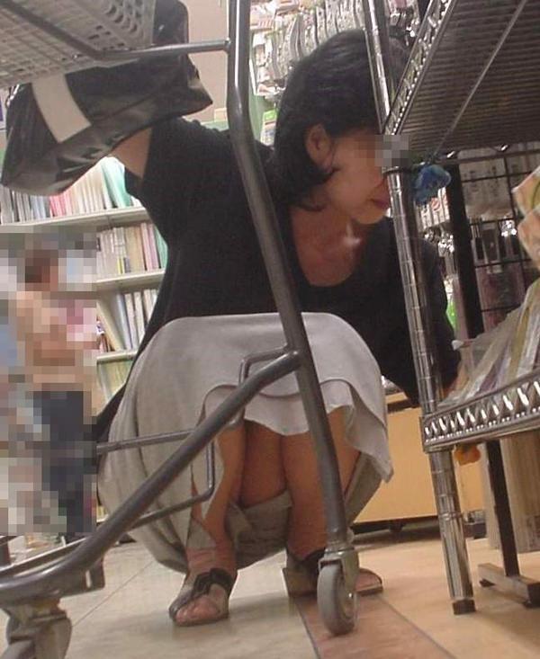 買い物中の人妻 19