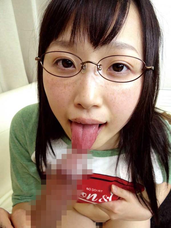 メタルフレーム眼鏡の女の子のフェラ 12