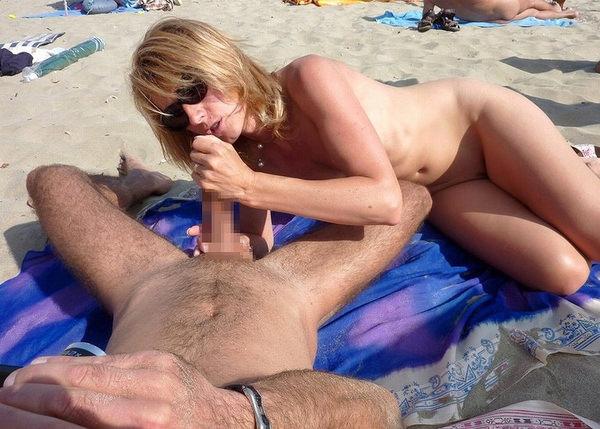 ヌーディストビーチでセックスやフェラする外国人 1