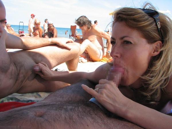 ヌーディストビーチでセックスやフェラする外国人 3
