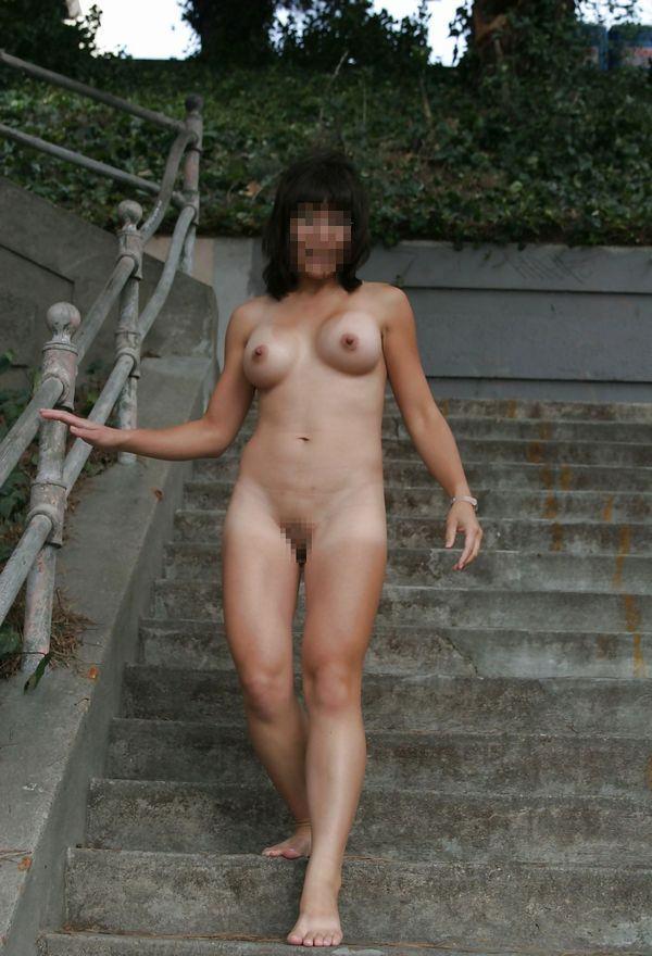 全裸で野外露出する変態素人 15