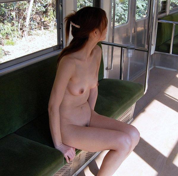 全裸で野外露出する変態素人 17