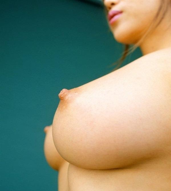横から撮った乳首接写 15