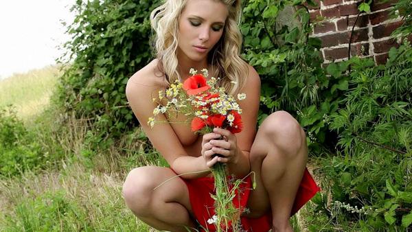 外国人美女のヌードと綺麗な花 2