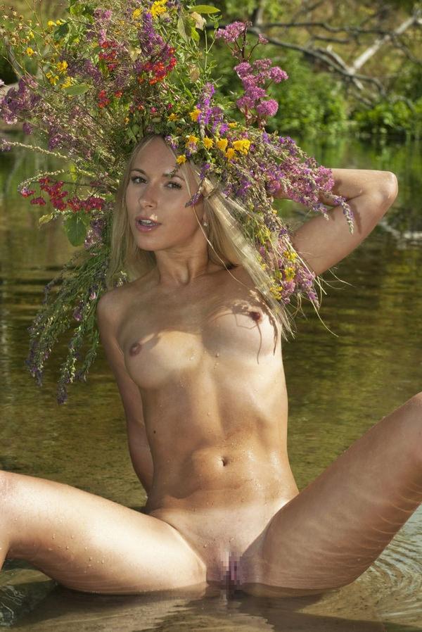 外国人美女のヌードと綺麗な花 3
