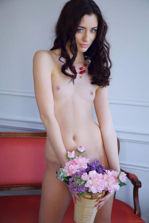 外国人美女のヌードと綺麗な花 6