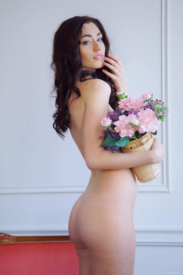 外国人美女のヌードと綺麗な花 8