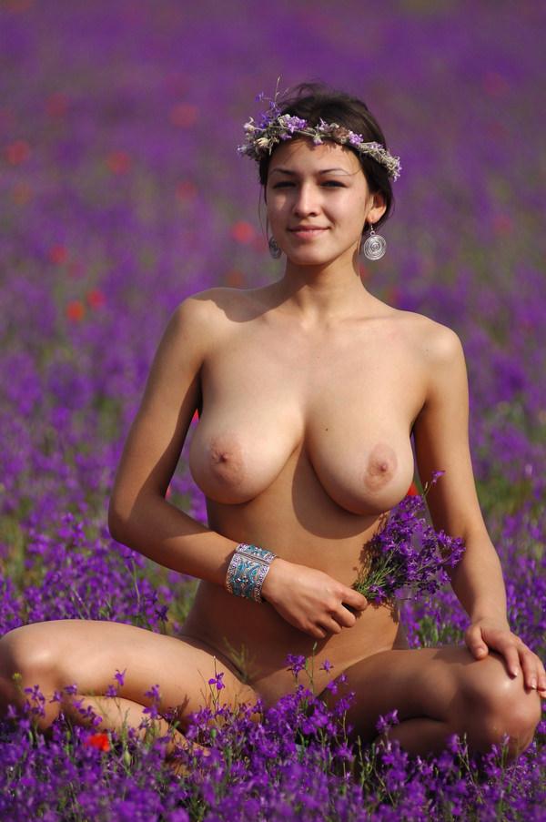 外国人美女のヌードと綺麗な花 21
