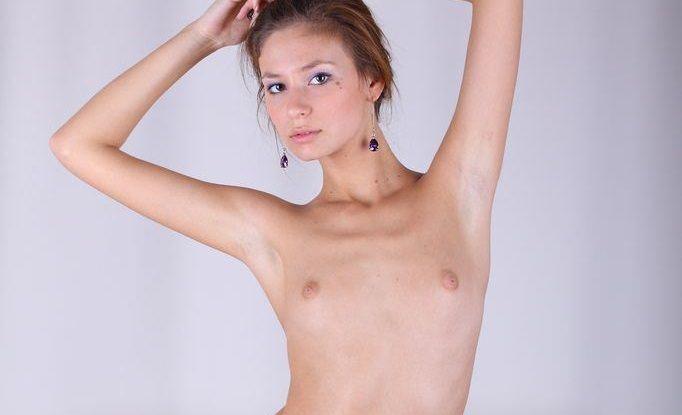 ド貧乳な外国人美少女