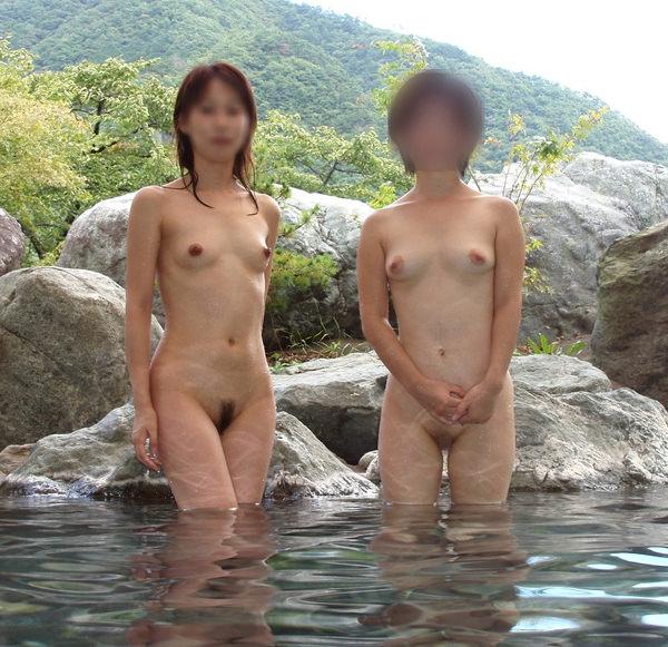 露天風呂に入ってる素人女性 18