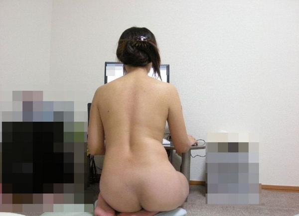 全裸でパソコンする素人お姉さん 7
