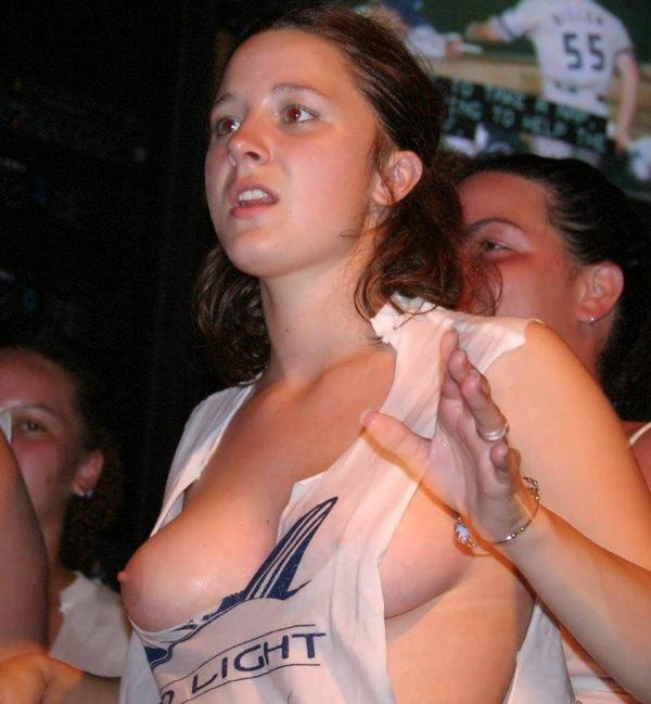 外国人美女の片乳 1