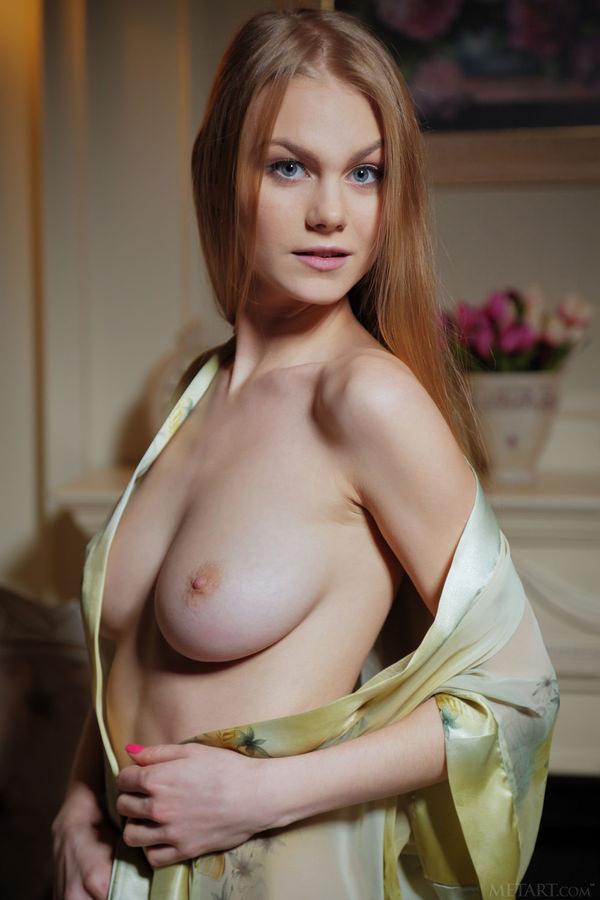 外国人美女の片乳 11