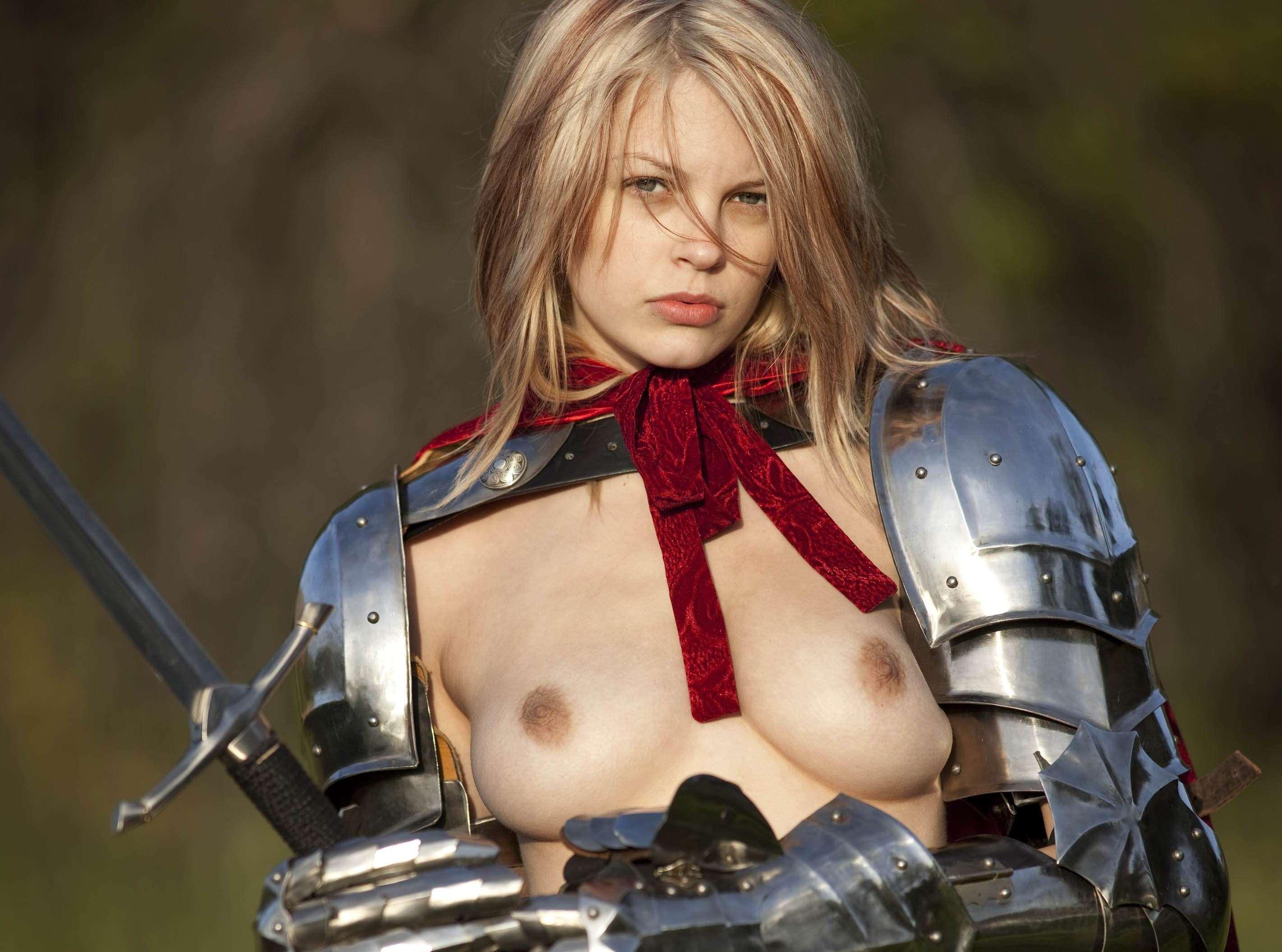 よつんばい 真正面 全裸 中世ヨーロッパ風の騎士や娼婦に扮した外国人美女のヌード