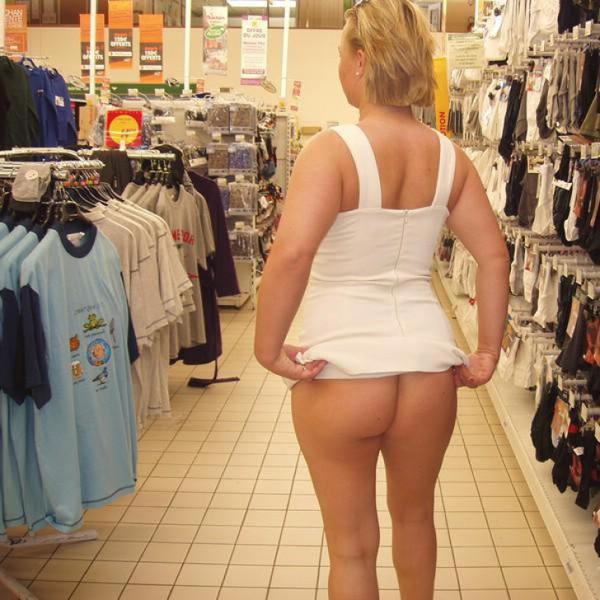 外国人がスーパーマーケットで店内露出 2