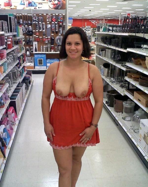 外国人がスーパーマーケットで店内露出 18