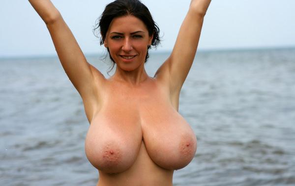外国人の垂れ乳爆乳 4