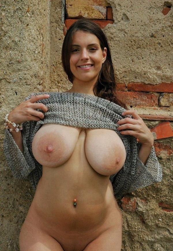 外国人の垂れ乳爆乳 14