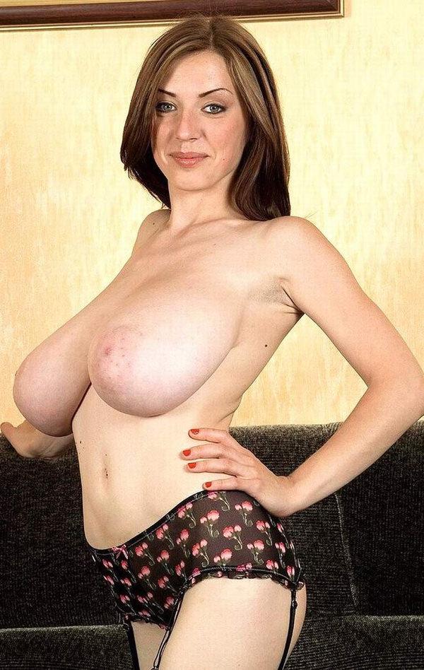 外国人の垂れ乳爆乳 16