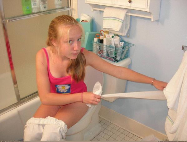 トイレでおしっこ中の外国人素人 25