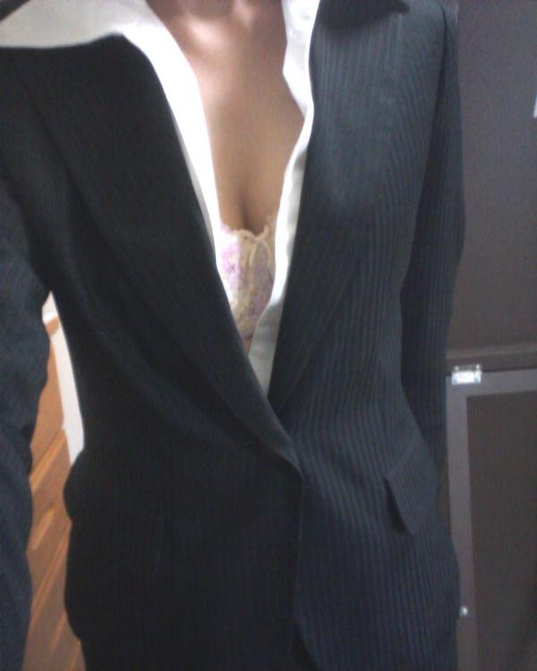 OL・就活生のスーツ姿の自撮り 1
