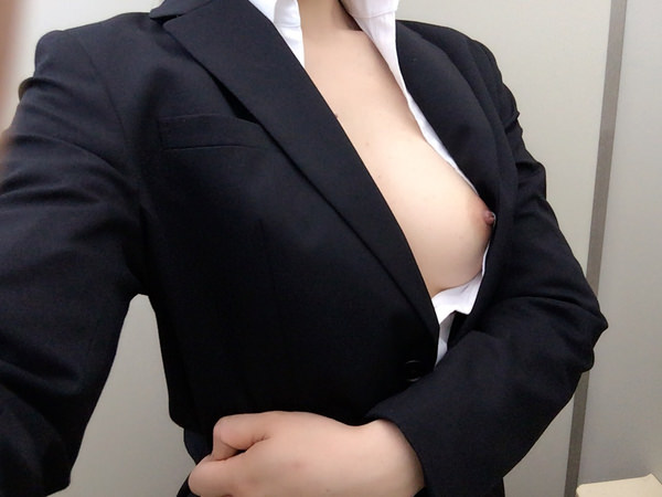 OL・就活生のスーツ姿の自撮り 4