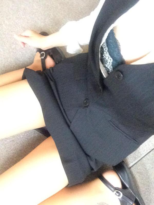 OL・就活生のスーツ姿の自撮り 6