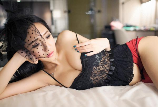 大人の色気を感じるセクシー下着を身に着けた女の子 7