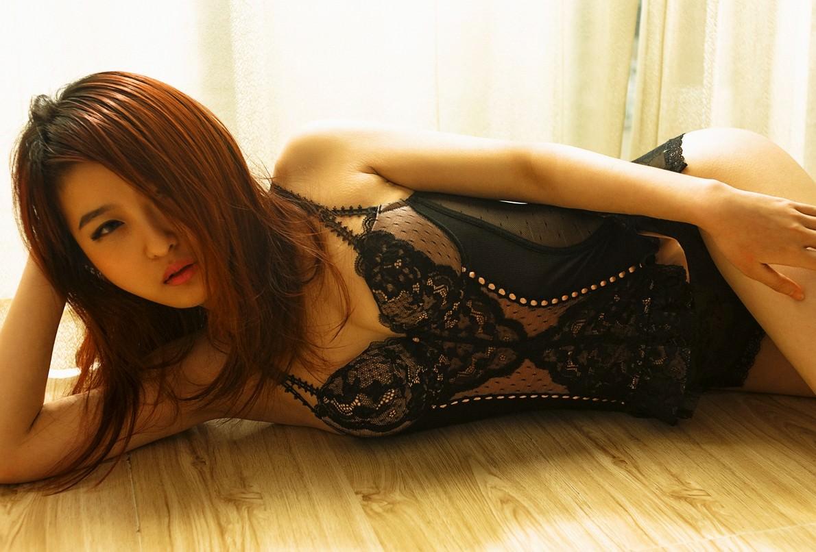 【フェロモン】大人の色気が漂うセクシー下着姿の美女