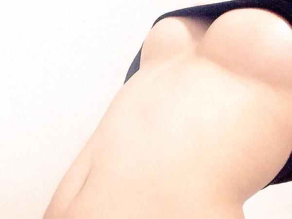 素人が下乳を自撮り 16
