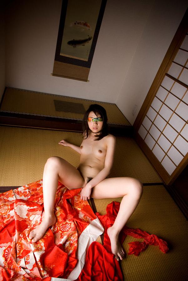 美女の和室ヌード 11