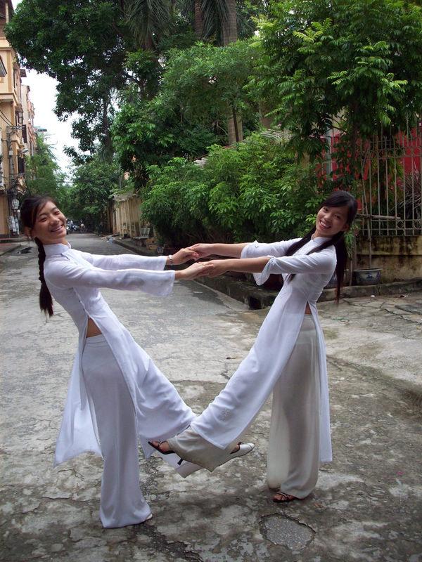 ベトナム人美少女の透けアオザイ 2