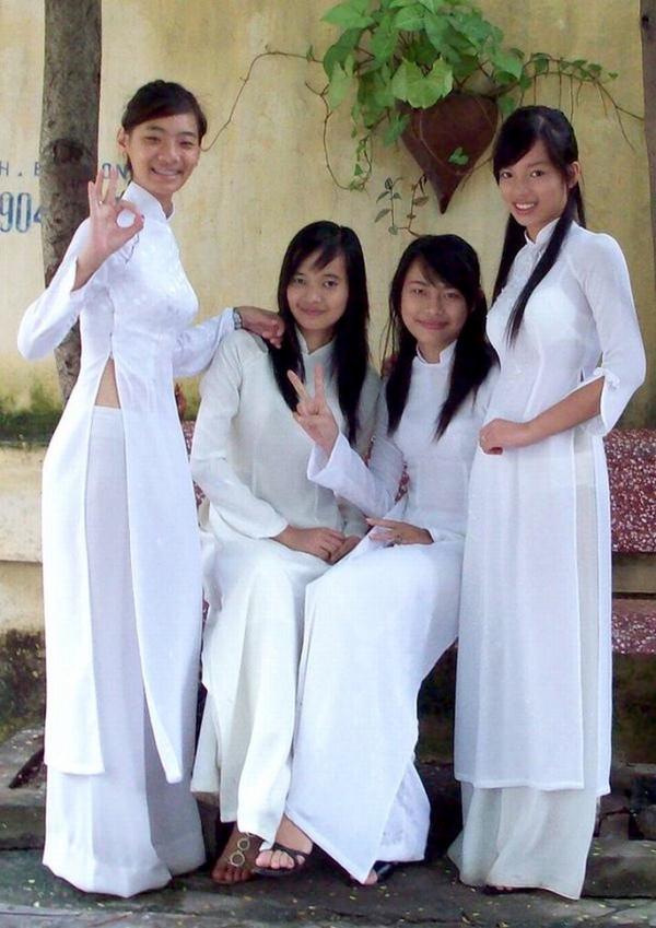 ベトナム人美少女の透けアオザイ 3