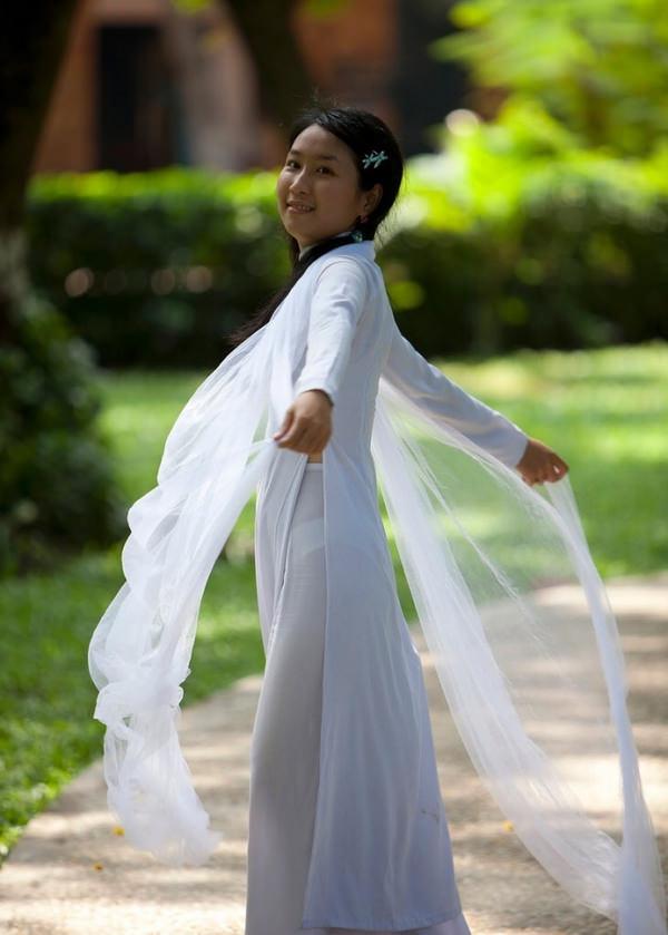 ベトナム人美少女の透けアオザイ 4