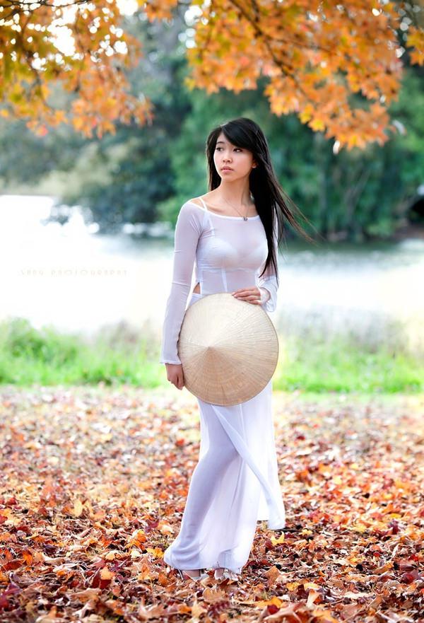 透けてるベトナムの民族衣装アオザイ 7