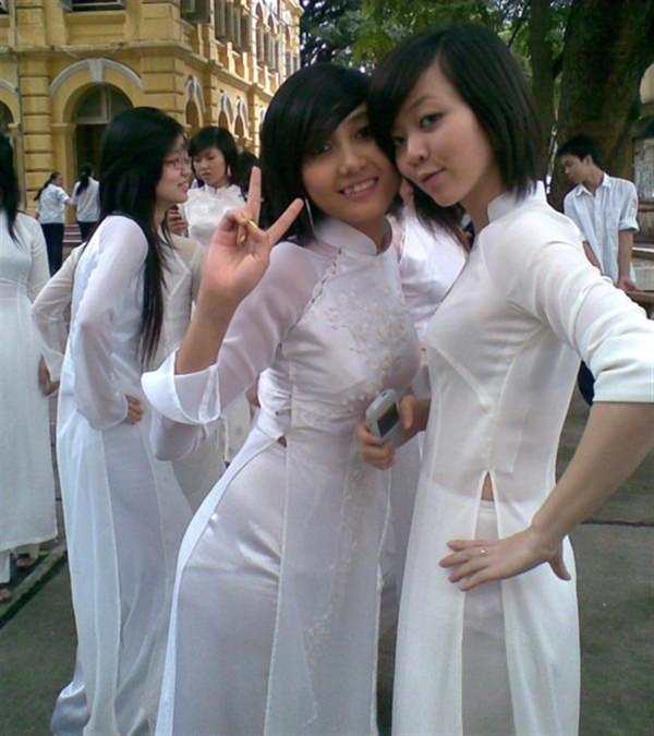 ベトナム人美少女の透けアオザイ 11
