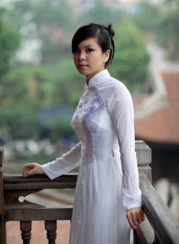 ベトナム人美少女の透けアオザイ 15