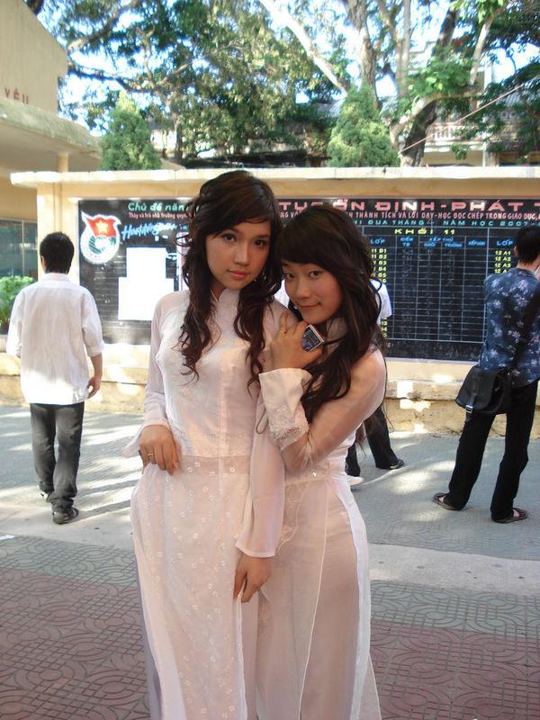 透けてるベトナムの民族衣装アオザイ 20