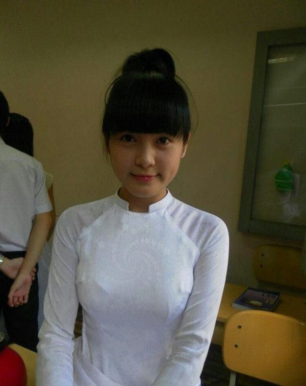 ベトナム人美少女の透けアオザイ 21
