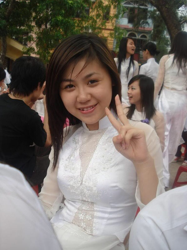 透けてるベトナムの民族衣装アオザイ 23
