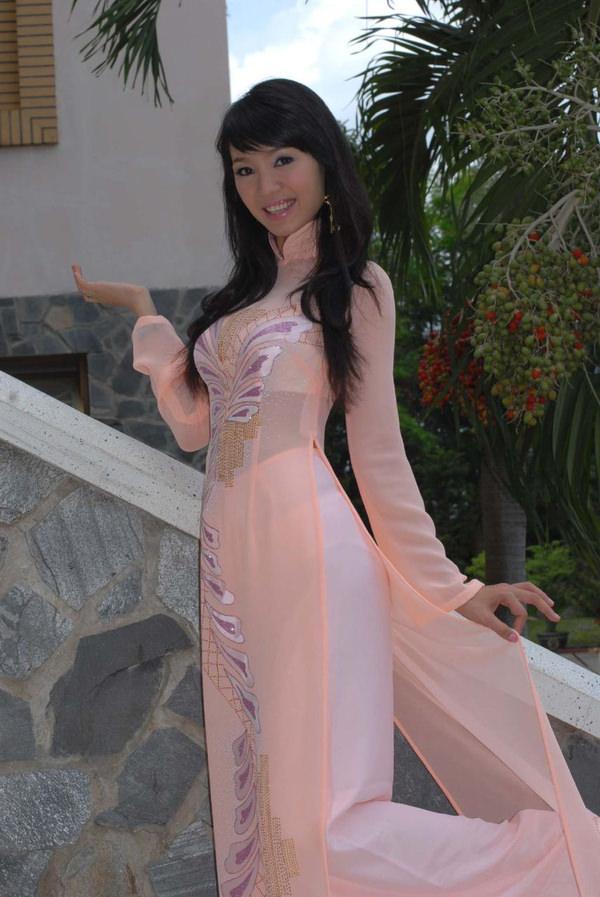 ベトナム人美少女の透けアオザイ 26