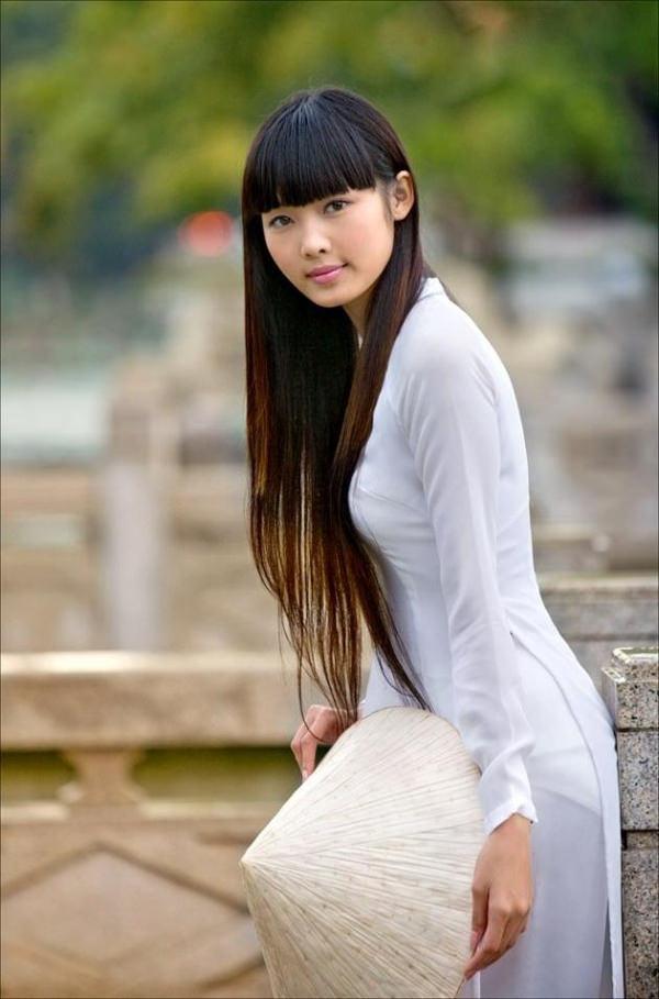 透けてるベトナムの民族衣装アオザイ 29