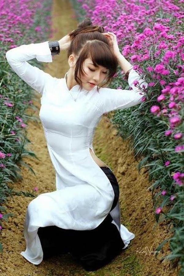 透けてるベトナムの民族衣装アオザイ 30