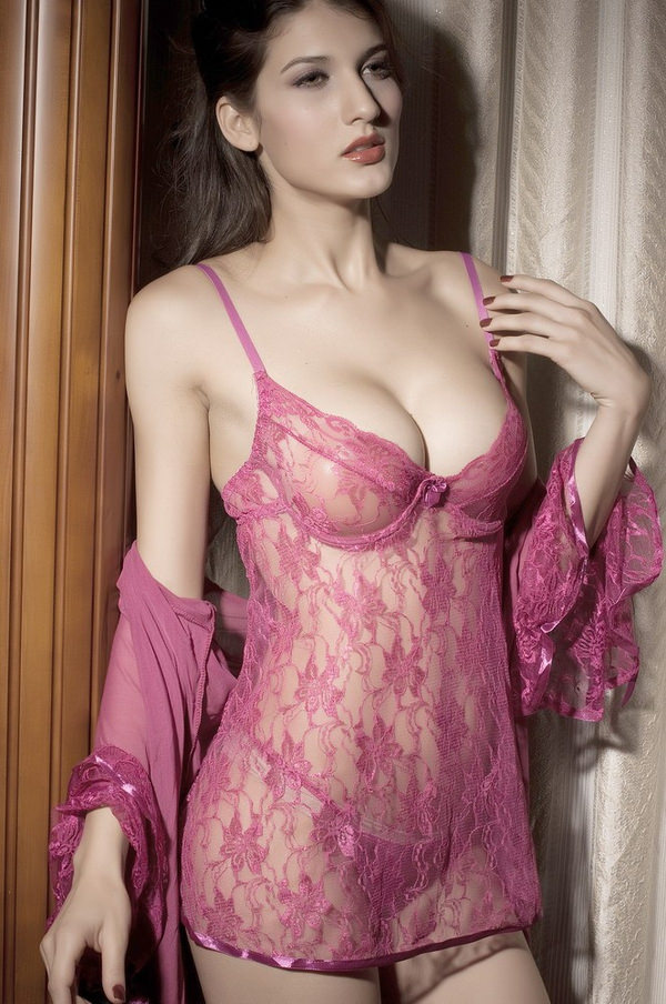 ベビードール姿の外国人セクシー美女 33