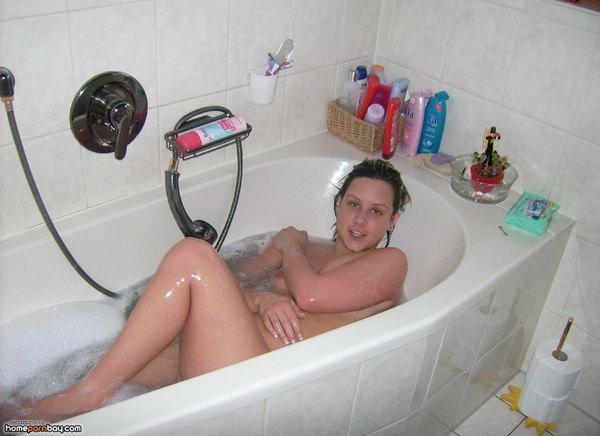 バスルームで撮った外国人素人ヌード 7