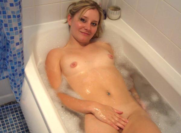 バスルームで撮った外国人素人ヌード 13