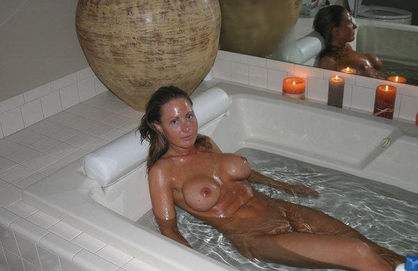 バスルームで撮った外国人素人ヌード 17