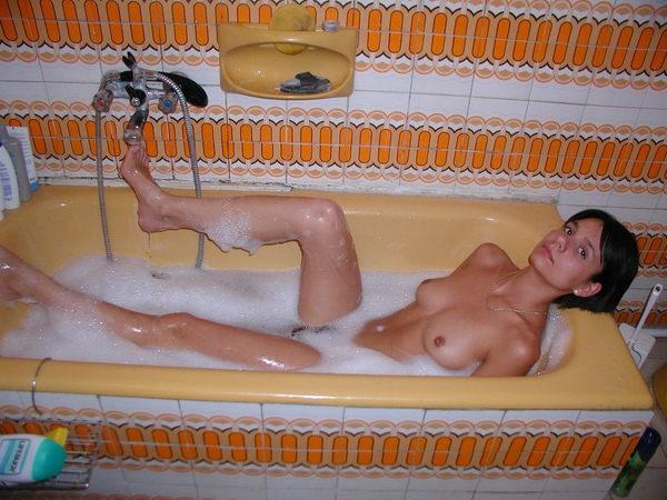 バスルームで撮った外国人素人ヌード 22