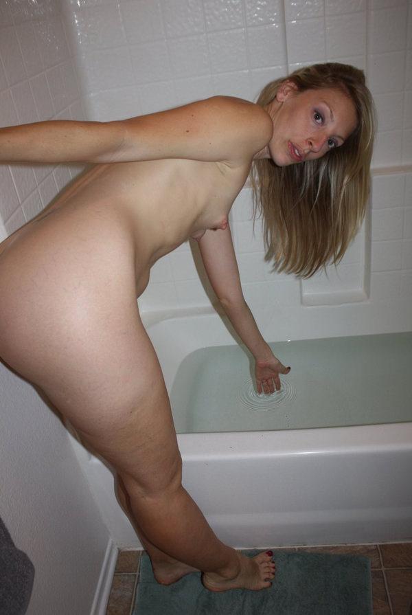バスルームで撮った外国人素人ヌード 27