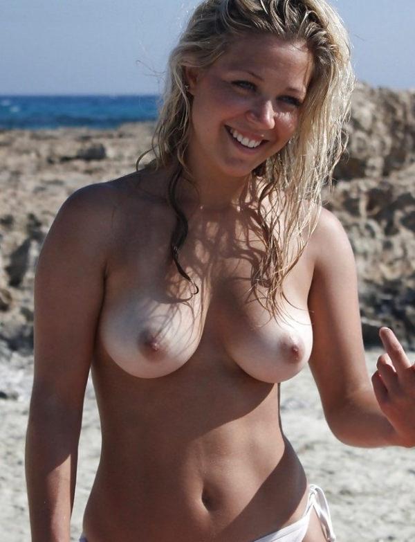 ヌーディストビーチで日焼けした外国人素人のおっぱい 5
